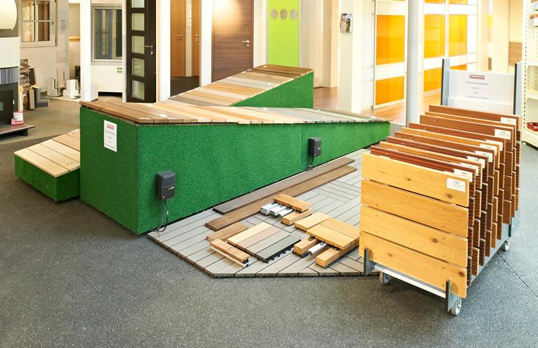 Ausstellung der Naturholzböden für den Outdoorbereich