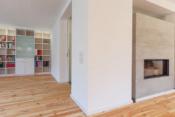 Wohnraum mit Regal